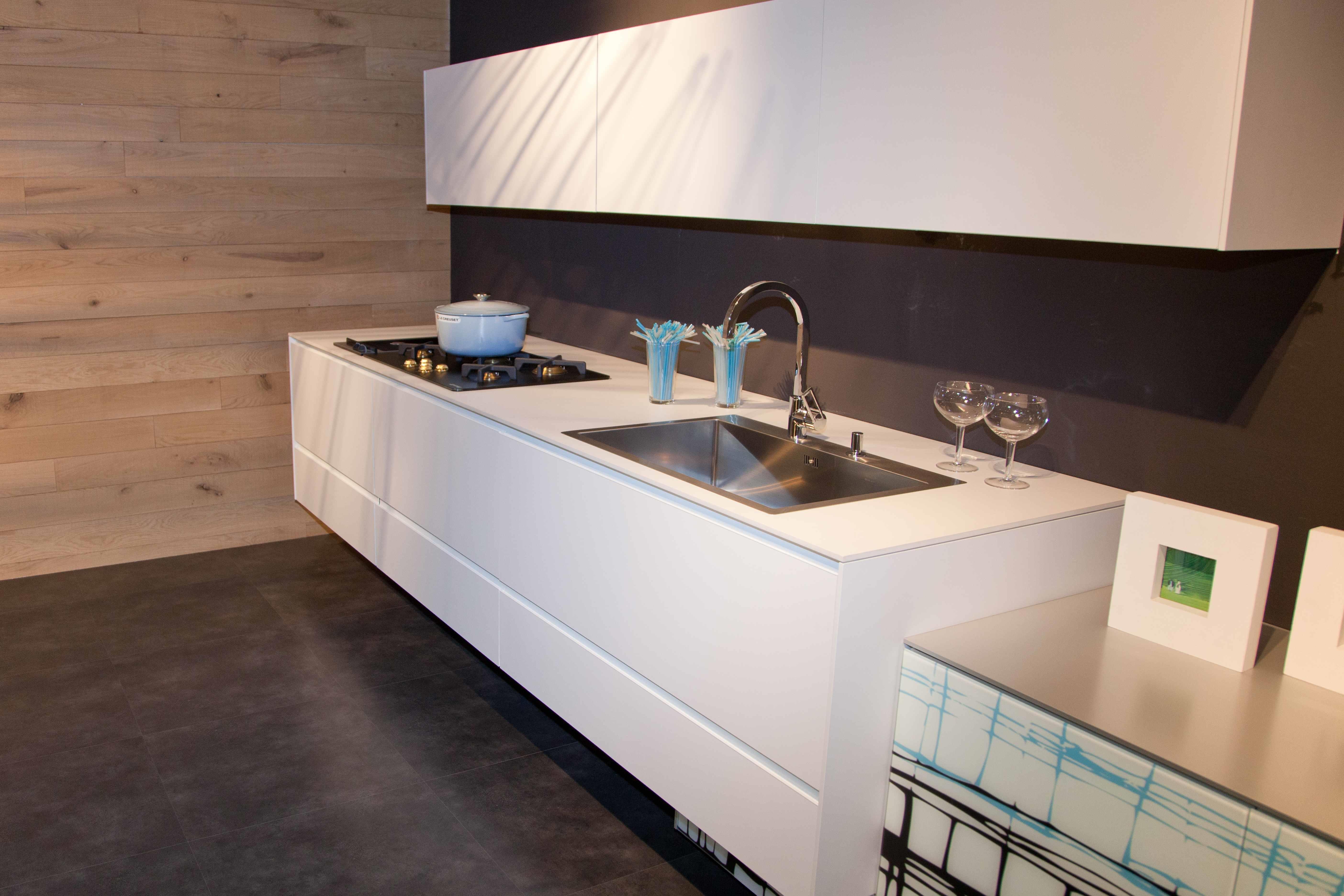 Valcucine cucina riciclantica laminato full color grigio e bianco moderna laminato opaco bianca - Laminato in cucina ...