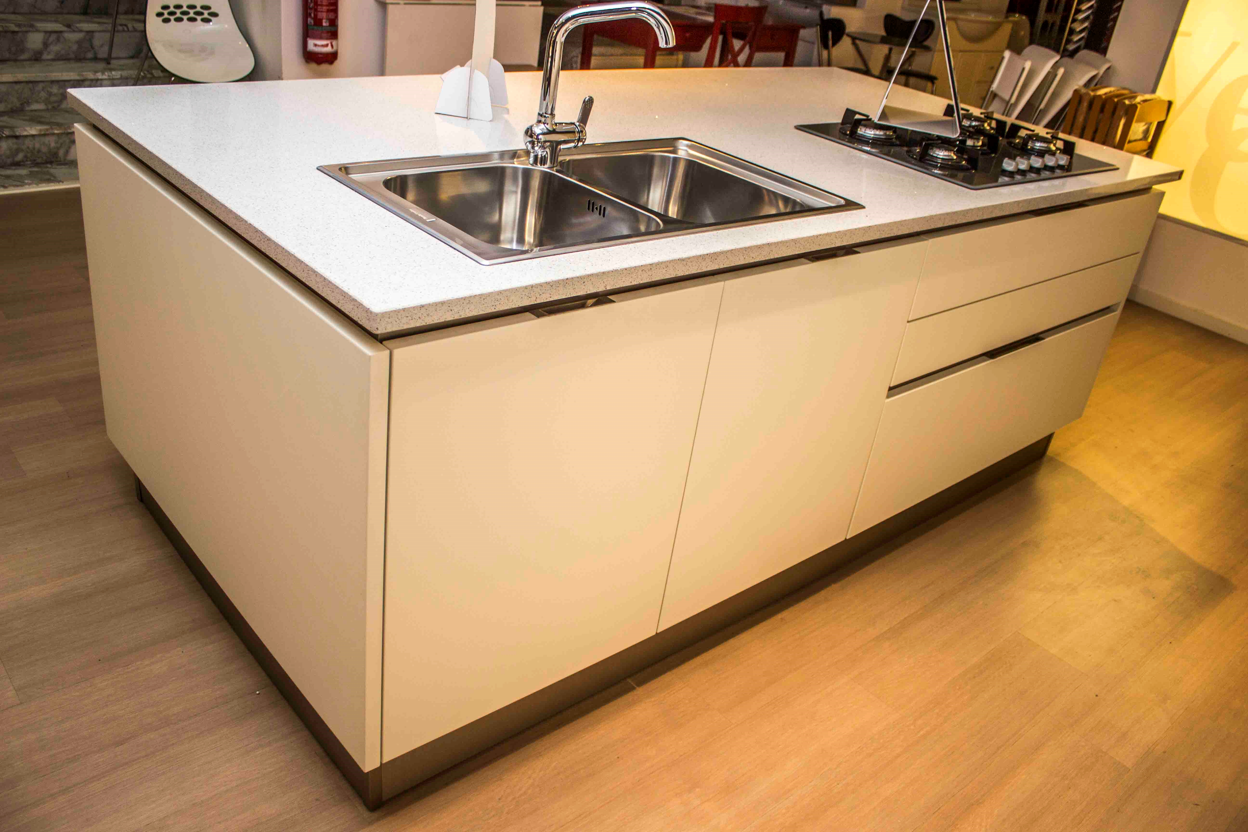 Veneta cucina sottocosto per svuotatutto negozio cucine for Cucine sottocosto