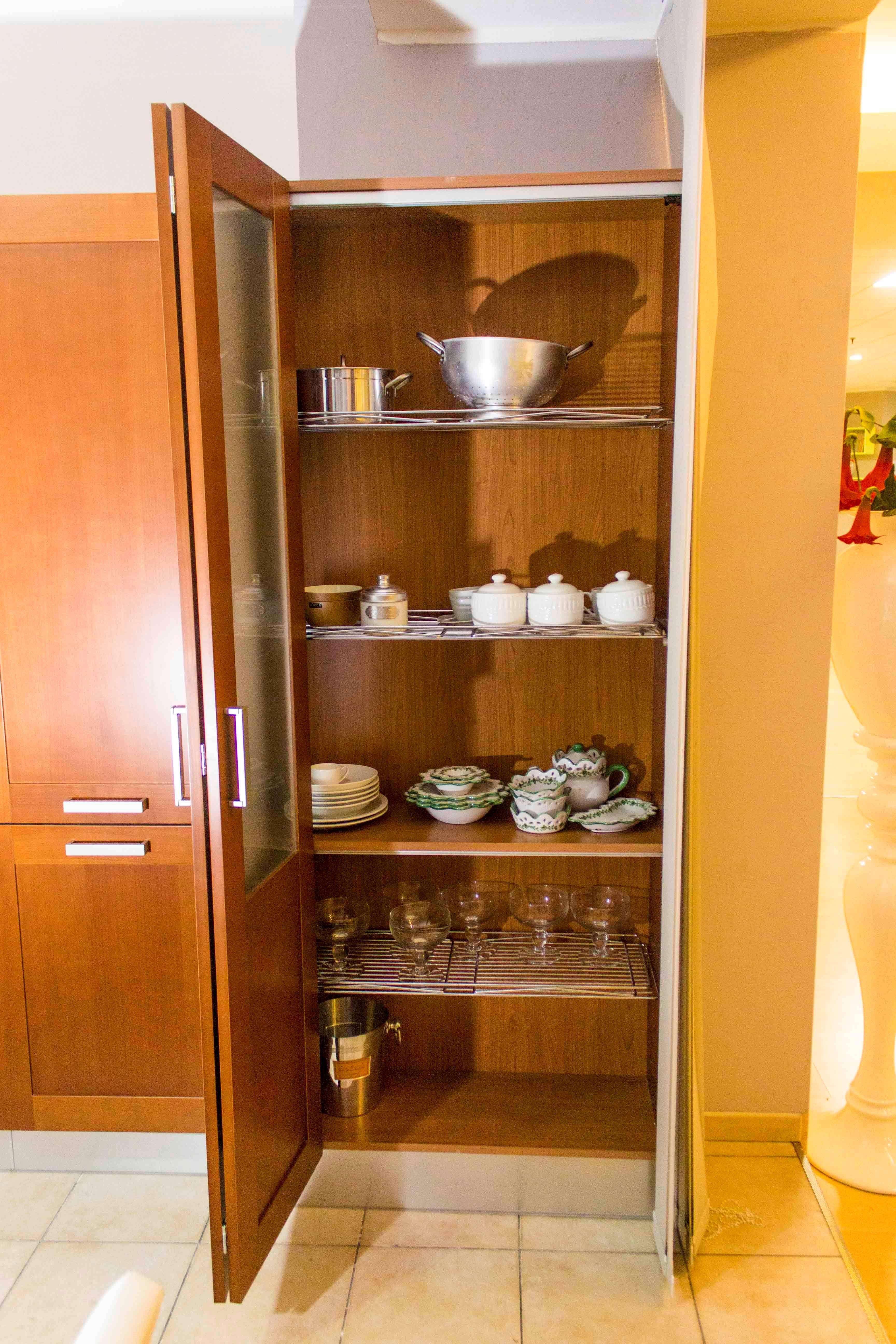 Veneta cucine cucina california colore ciliegio scontato del 68 cucine a prezzi scontati - Cucine con dispensa ...