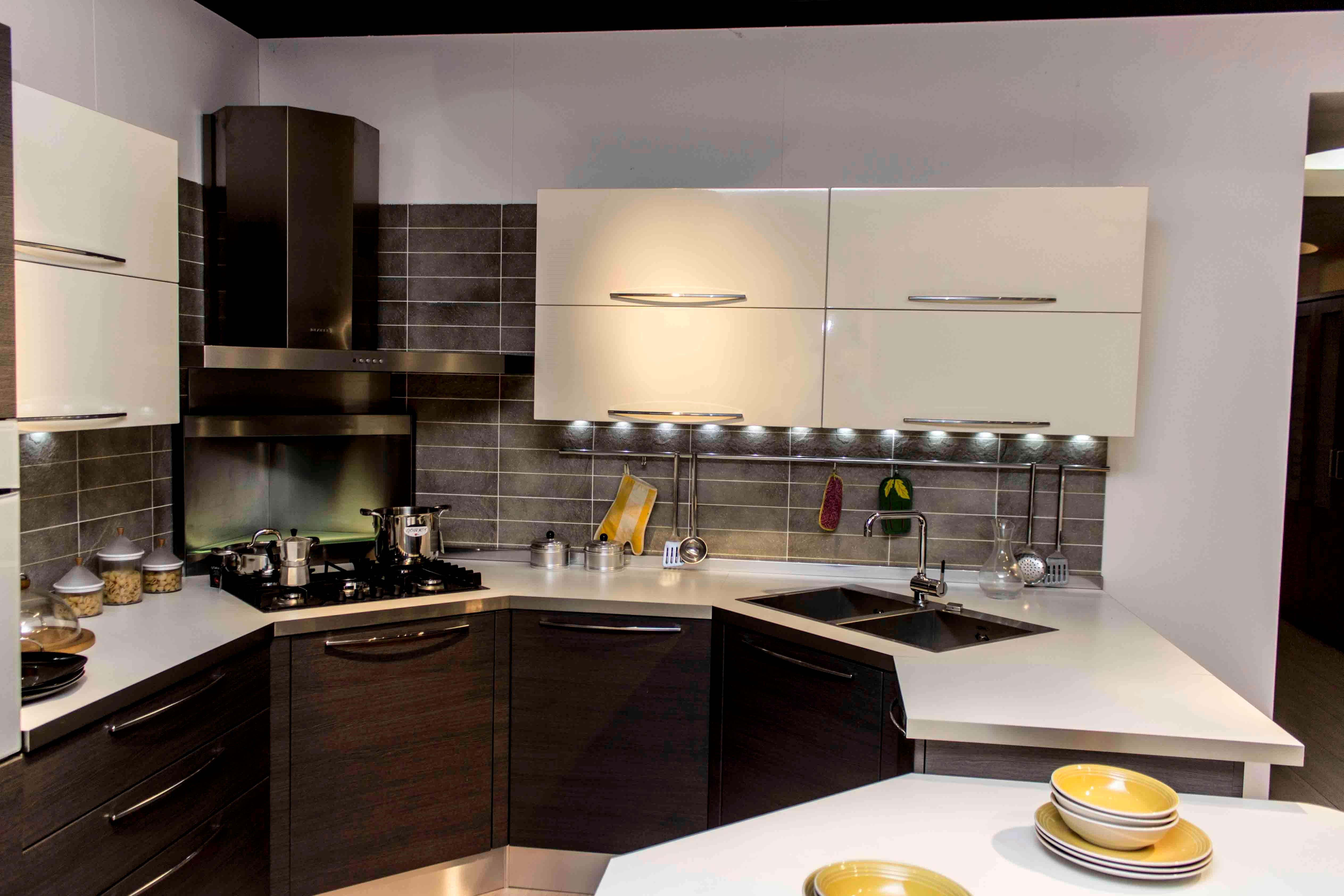 Veneta cucine cucina carrera esasystem scontato del 50 - Carrelli estraibili per cucine ...