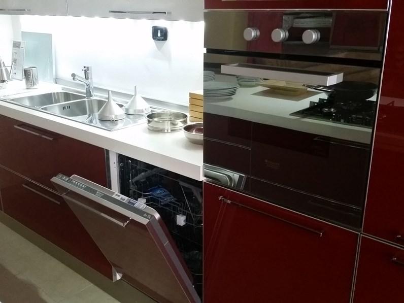 Veneta Cucine offerta modello Diamante Moderna Vetro Rosso e bianco