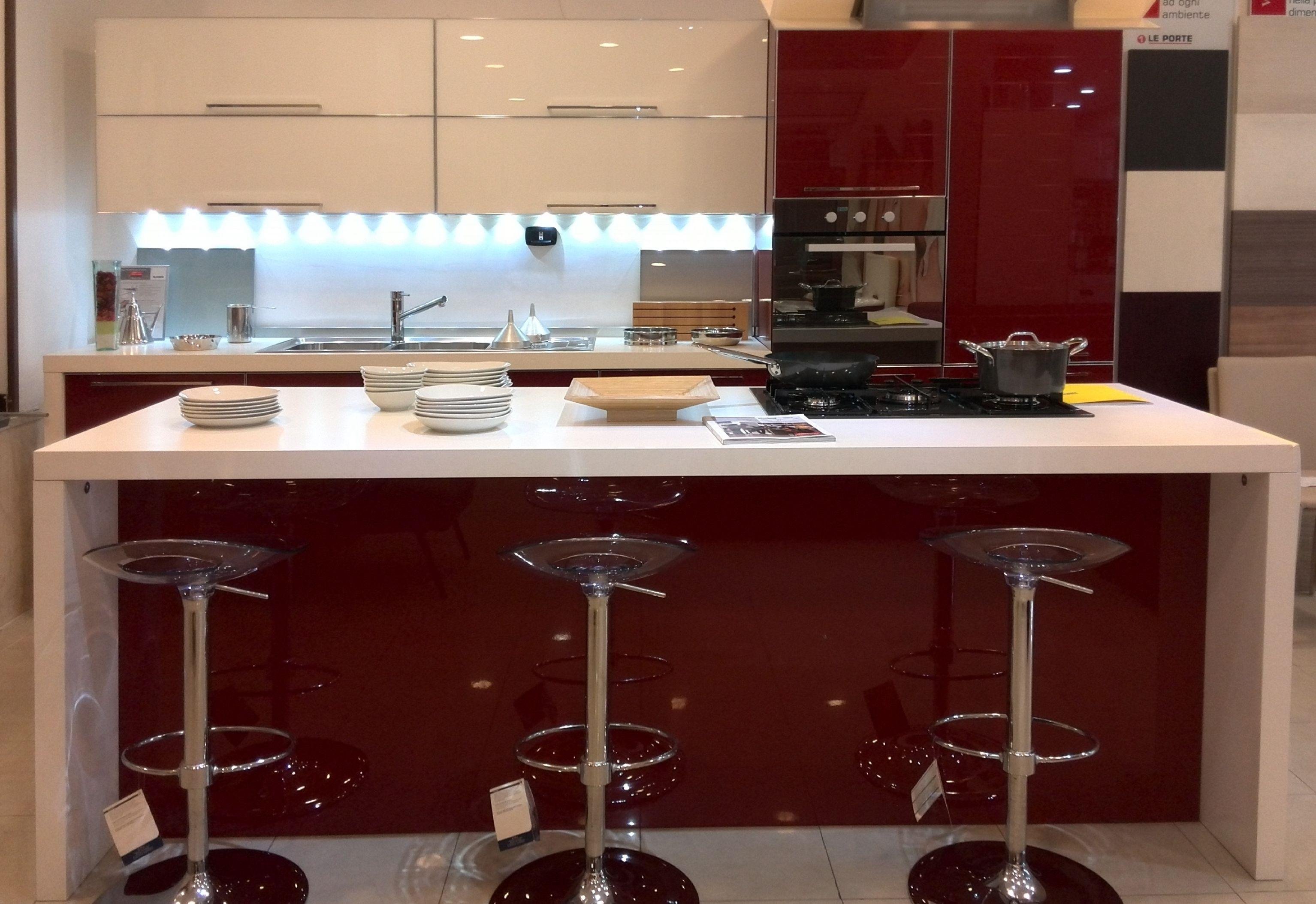 Veneta cucine offerta modello diamante moderna vetro rosso - Cucina moderna rossa ...