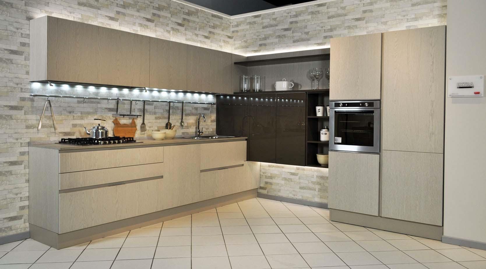 Veneta cucine extra go legno e laccato ad angolo scontata - Cucine di legno ...