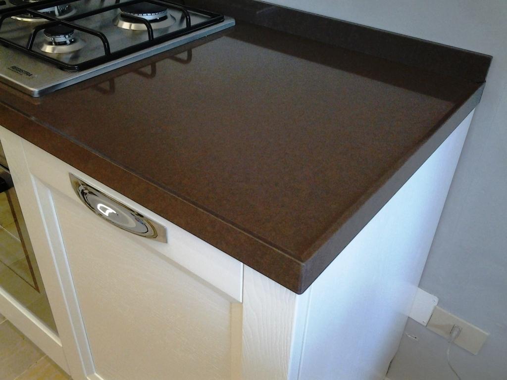 Vismap cucina giulia frassino laccato bianco classica legno bianca cucine a prezzi scontati - Cucina bianca e marrone ...