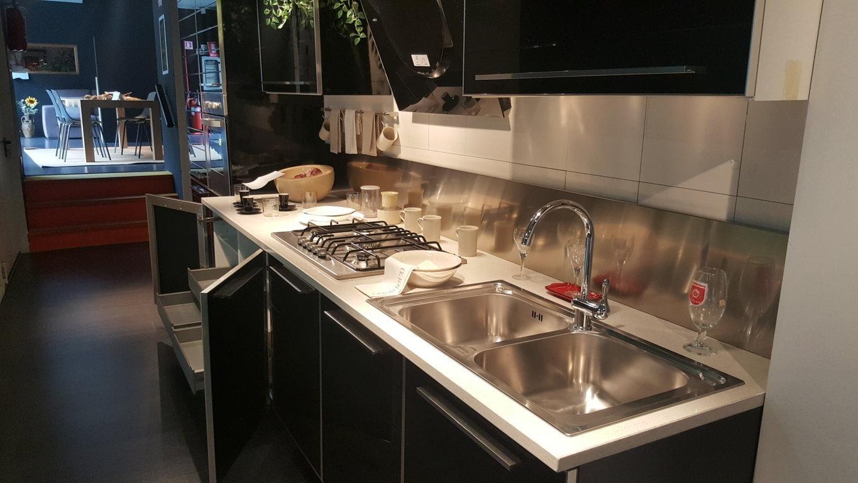 cucina in offerta lineare molto accessoriata