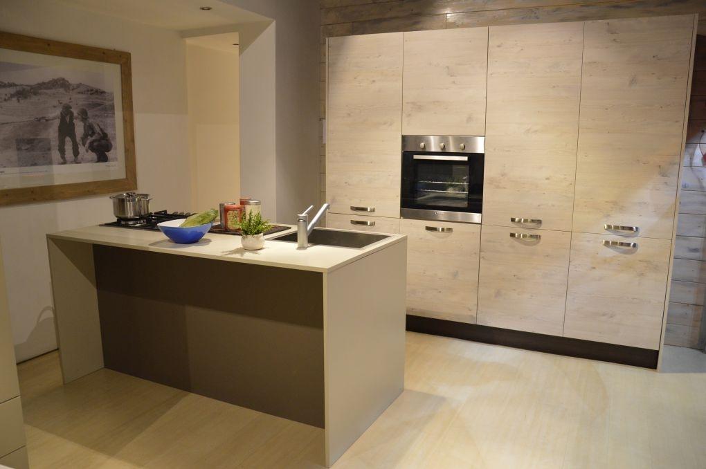 Cucina isola laminato materico rovere chiaro scontato 50 for Cucina con isola cottura