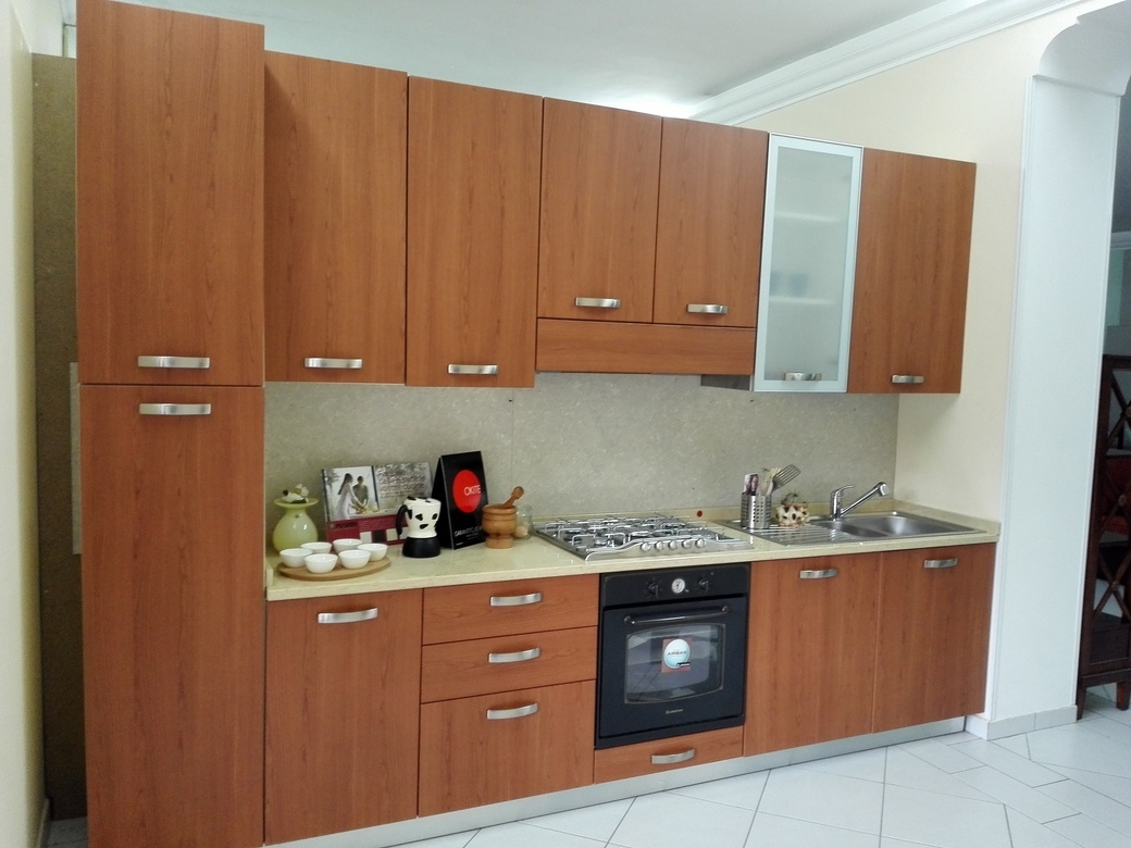 Zoe cucina moderna con elettrodomestici e top in okite for Cucina moderna in ciliegio