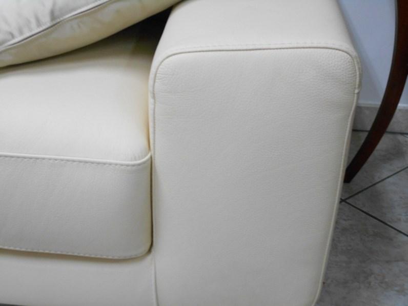 Divano klaus prezzo finest coppia divani in pelle beige con sedute allungabili klaus bontempi - Divano metropolis natuzzi prezzo ...