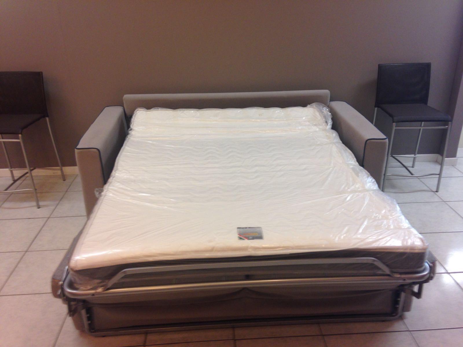 Aerre salotti divano cuciture blu scontato del 43 for Lunghezza divano letto