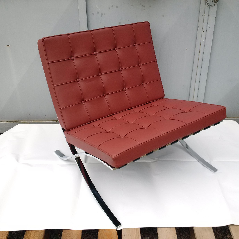 Barcelona poltrona l mies van der rohe produzione by for Poltrona design barcelona
