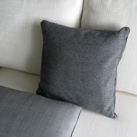 Divano b b cuscini decorativi b b italia boffi for Cuscini arredo divano