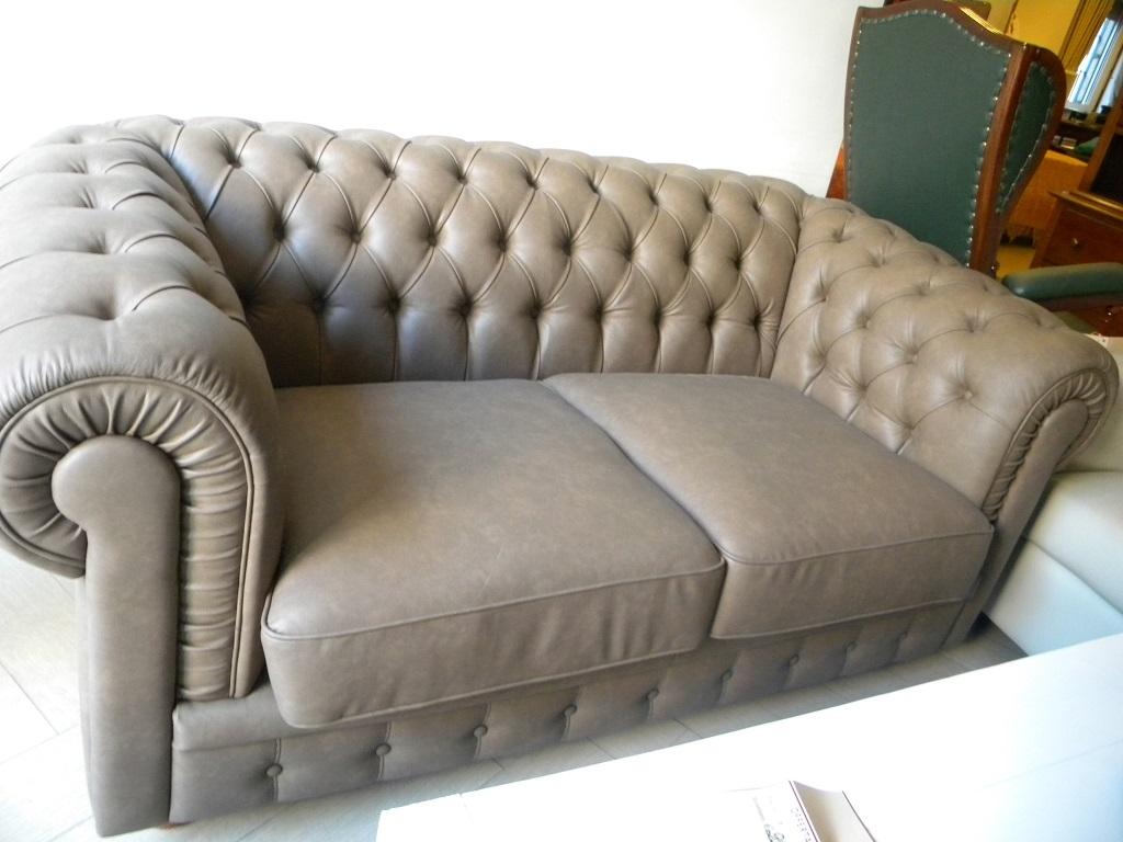 Divani chester prezzi stunning divano chester prezzi for Divani classici prezzi