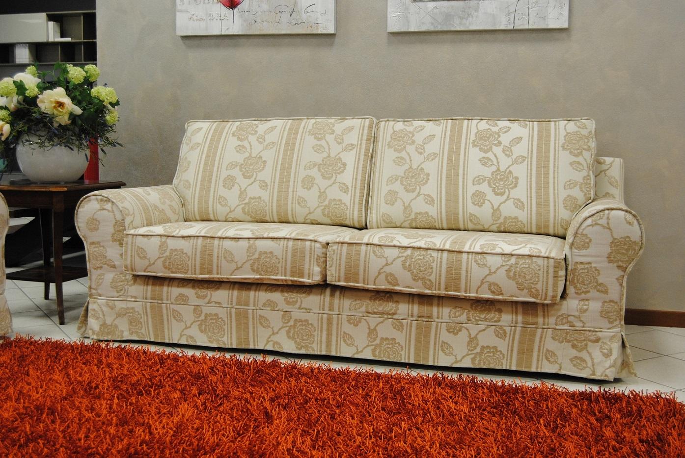 Divani in tessuto coppia di divani classici in tessuto for Prezzi divani angolari tessuto