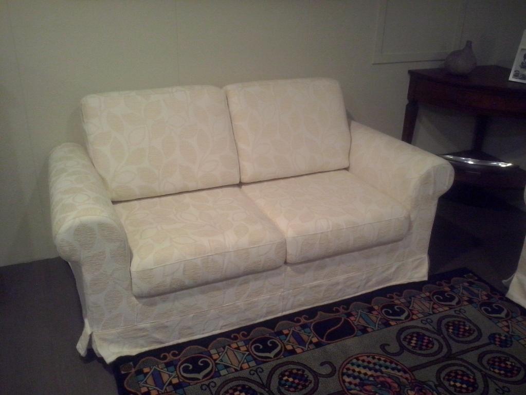 Coppia divano classico divani a prezzi scontati - Rivestimento divano costo ...