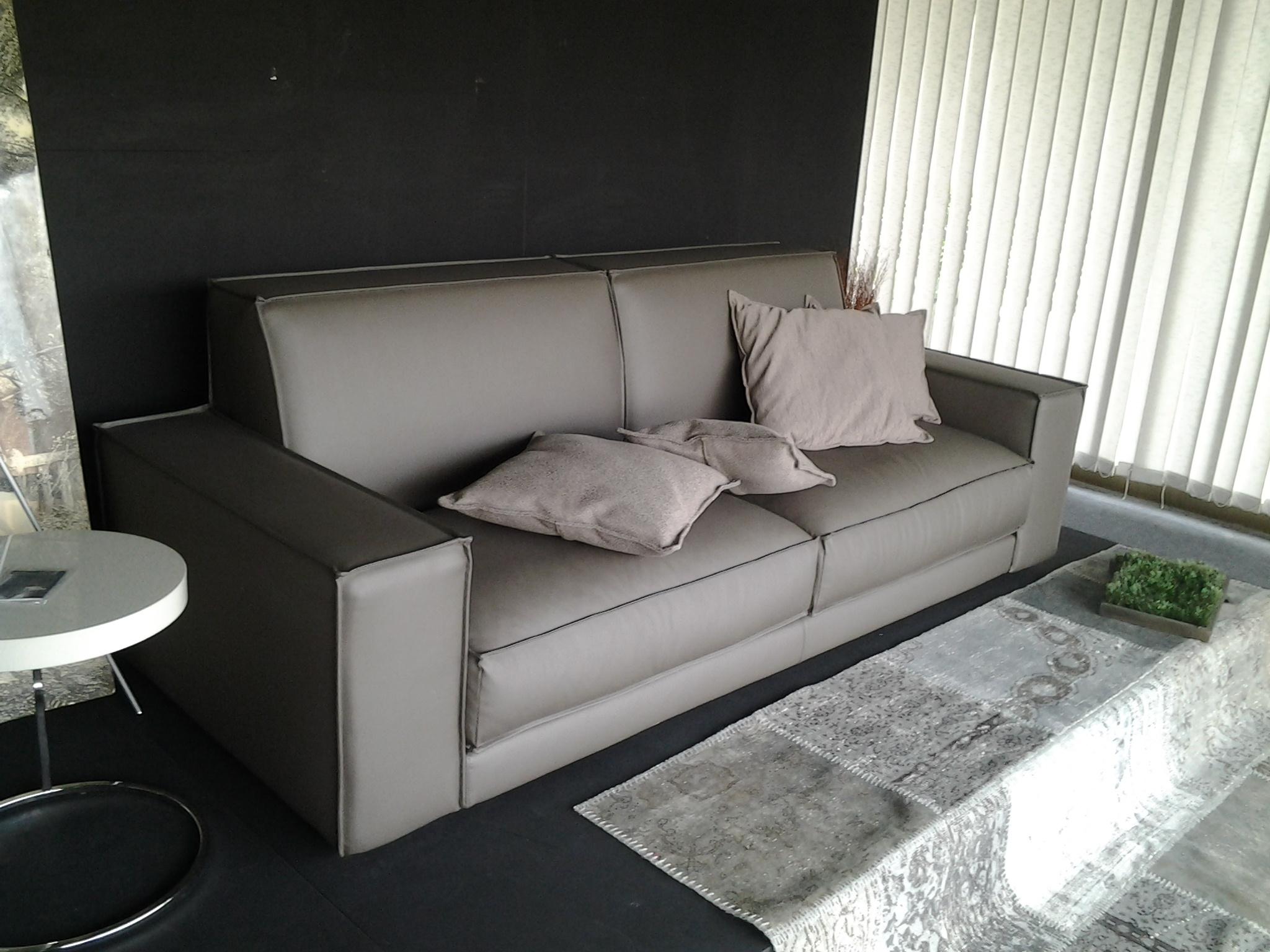 Ditre italia divano buble 39 divani lineari ecopelle divano for Divani 3 posti moderni