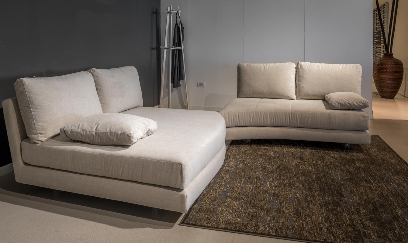 Divani letto ad angolo beautiful divani a angolo - Altezza seduta divano ...