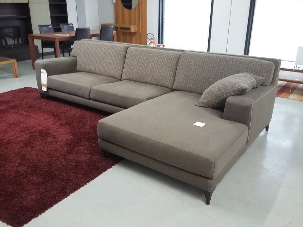 Divani 3 posti ditre italia divano morrison divani con - Prodotti per pulire il divano in tessuto ...