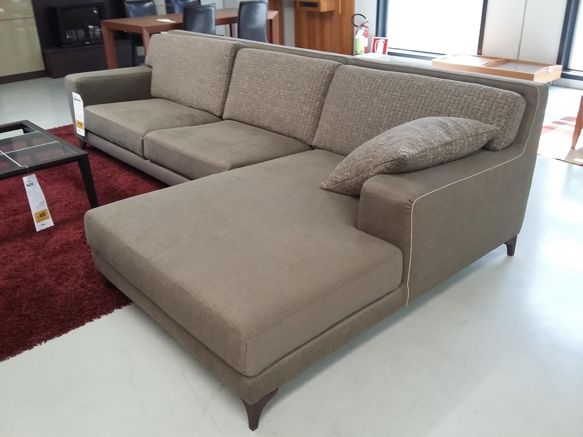 Ditre italia divano morrison divani con chaise longue for Showroom divani milano