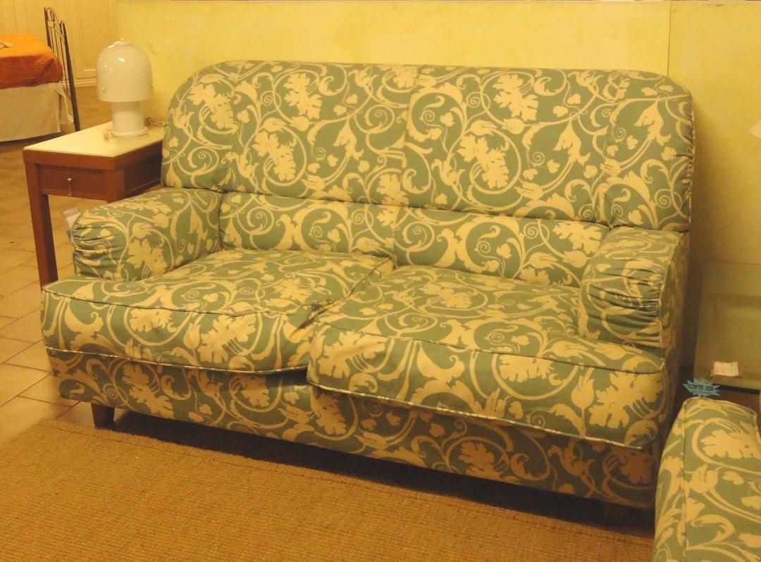 Divani vintage in tessuto scontati del 70 divani a for Retro divani moderni