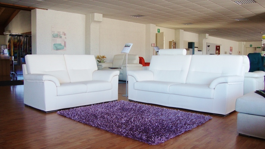 Divani moderni in tessuto scontati del 46 divani a for Prezzi divani moderni