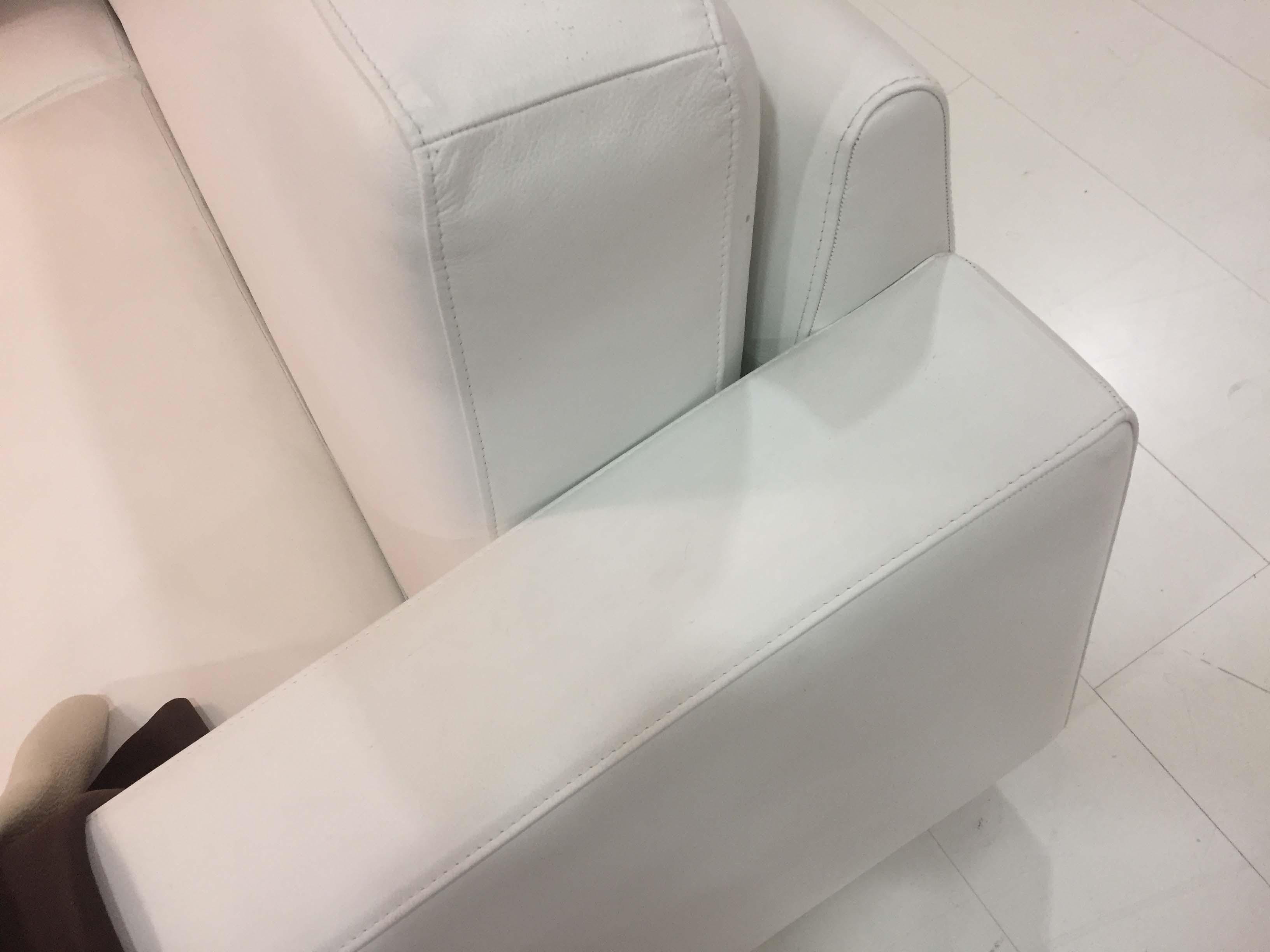 Divani poltrona xaria scontato del 50 in pelle bianca for Divani pelle bianca
