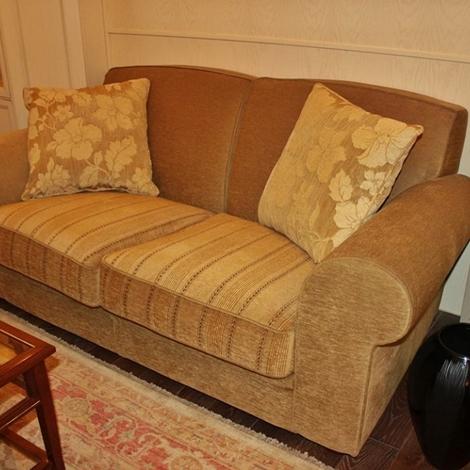 Coppia di divani da 2 e 3 posti in morbida ciniglia for Divani da 2 metri