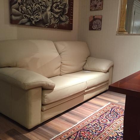 Divano 3 posti in pelle con seduta scorrevole scontato - Divano seduta scorrevole offerte ...