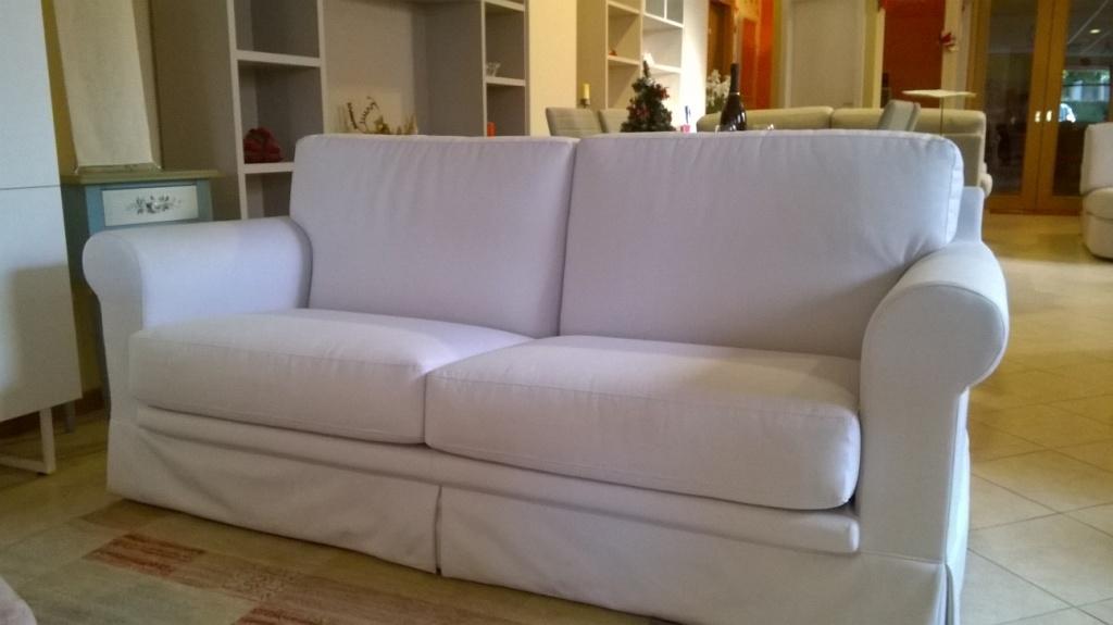 Divano a tre posti e due posti in tessuto bianco divani for Outlet del divano
