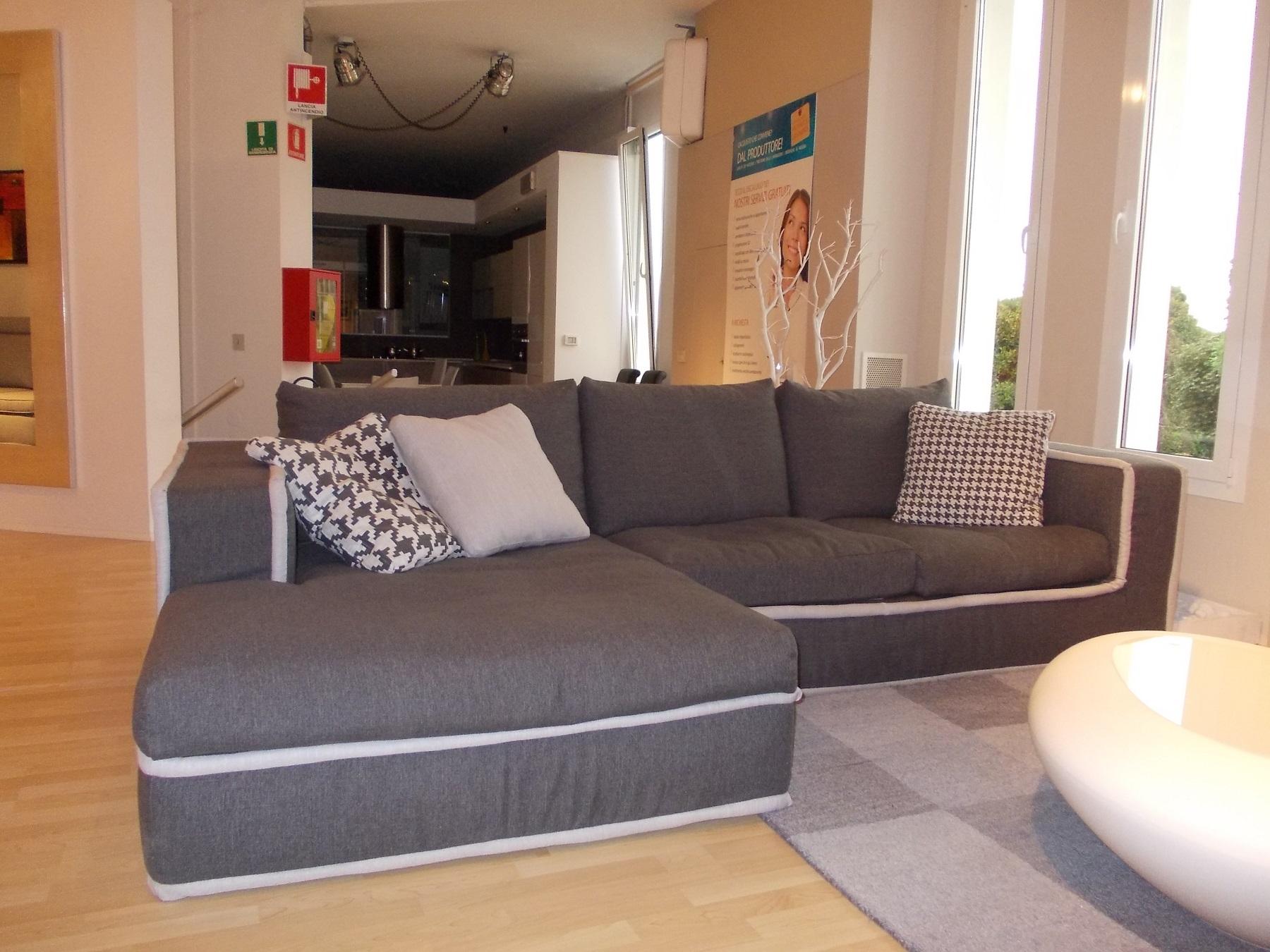 Divano alberta salotti modello simon divano con penisola tessuto divani a prezzi scontati - Divano seduta profonda ...