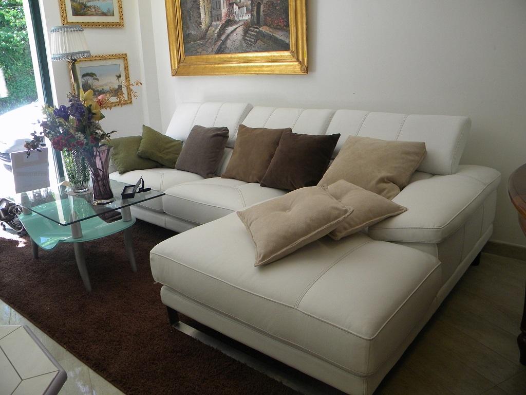Divano angolare bianco divani a prezzi scontati for Divano angolare prezzi