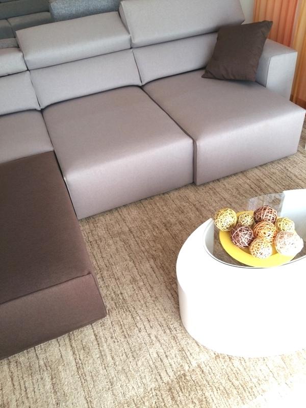 Divano angolare con penisola con sedute estraibili e - Posizioni sul divano ...