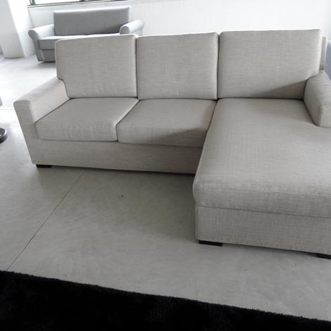 Divano angolare salvetti scontato del 60 divani a for Divano seduta larga