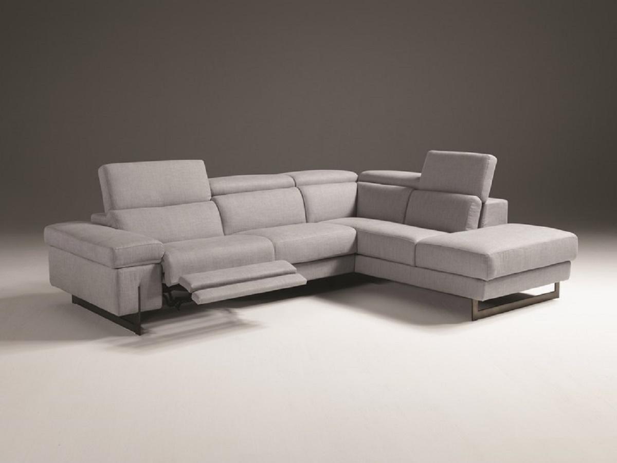 Divano angolare con un relax e schienali reclinabili in for Divano angolare prezzi