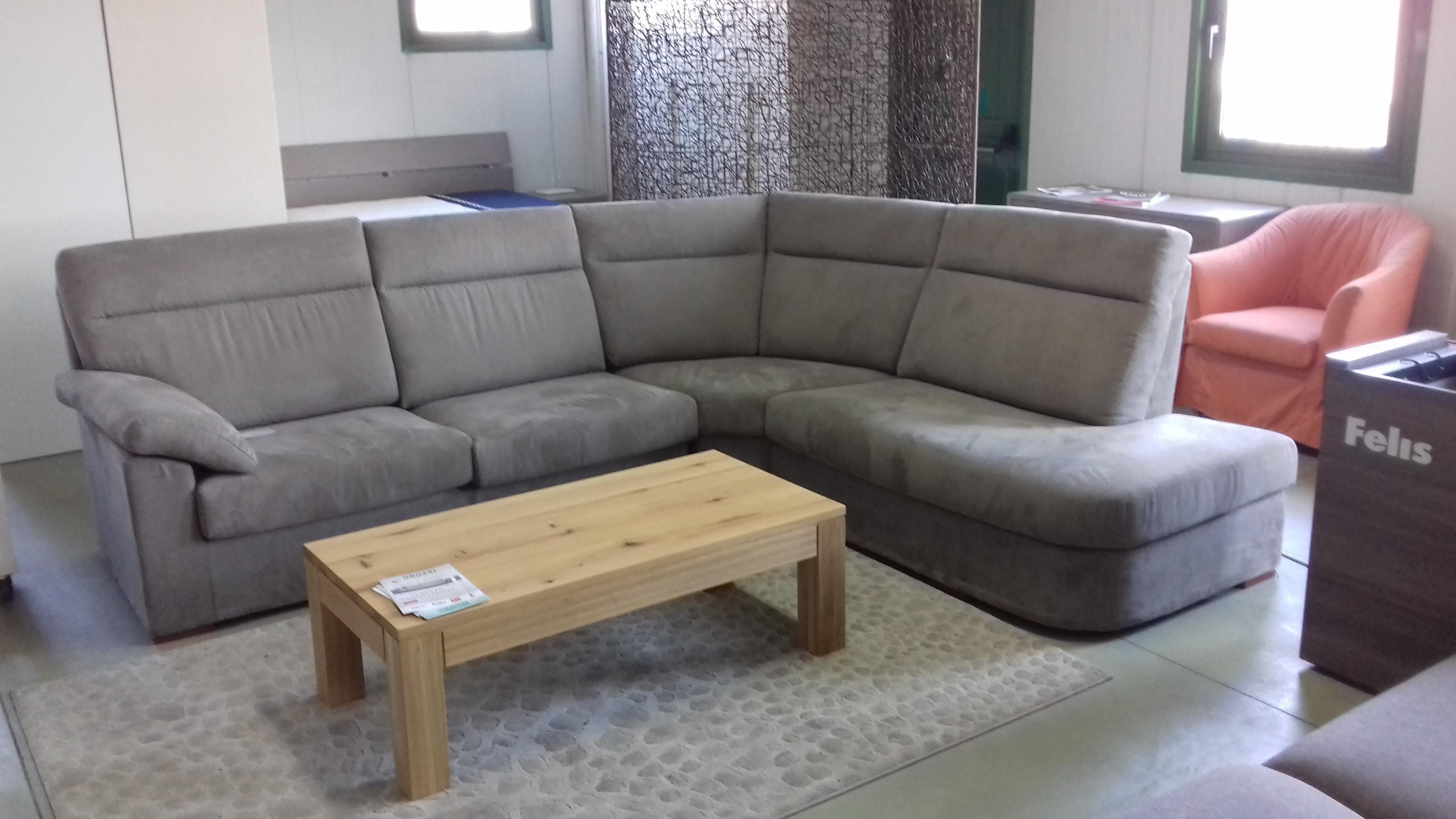 Divano angolare felis a prezzi scontati divani a prezzi for Prezzi divani moderni