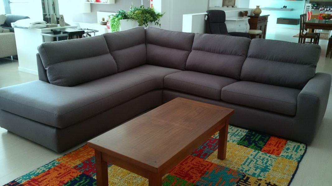 Rigo salotti divano divano mod komodo scontato del 31 divani a prezzi scontati - Divano angolare prezzo basso ...