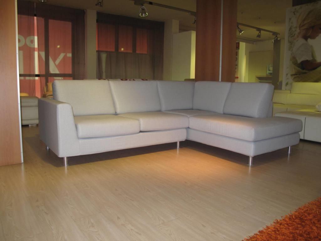 Divano angolare modello max in tessuto divani a prezzi for Divano angolare tessuto prezzi
