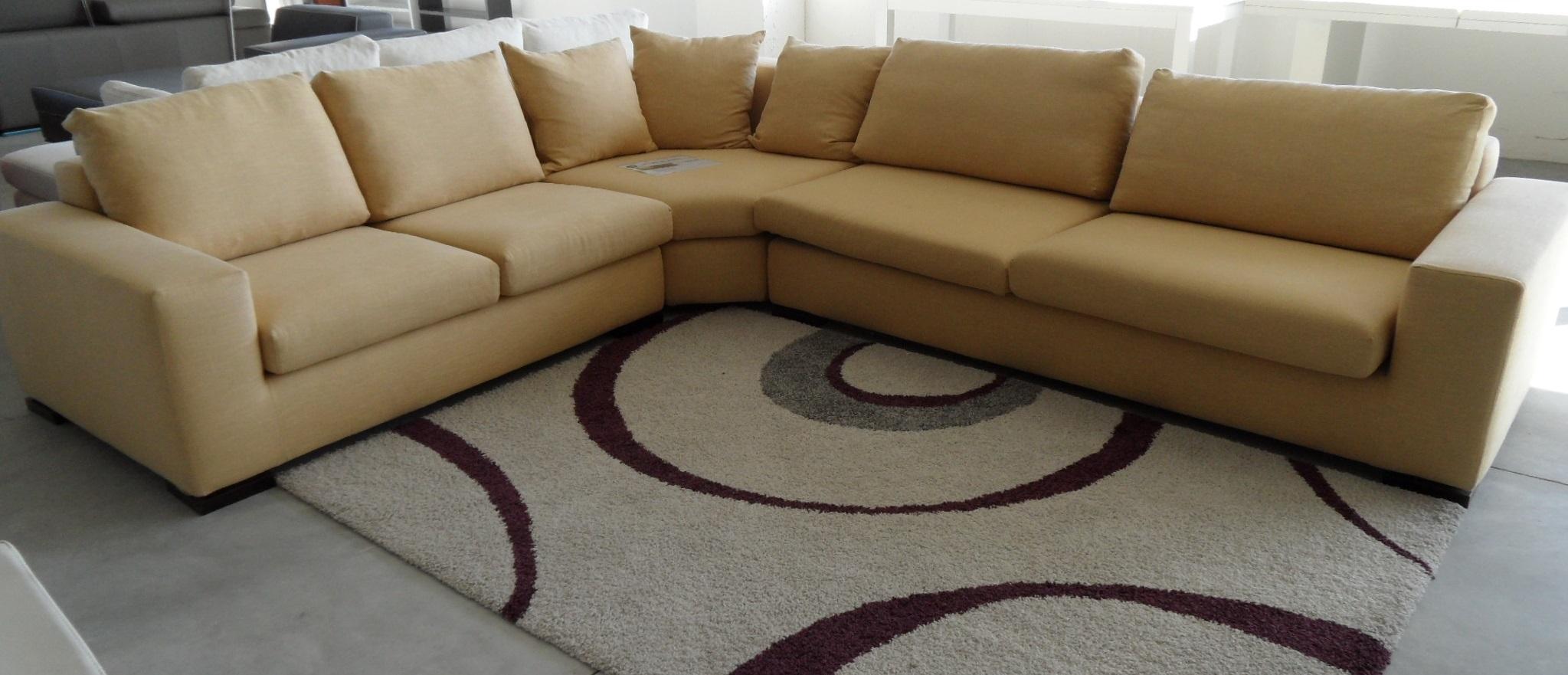 Divano angolare scontato del 55 divani a prezzi scontati for Divano seduta larga