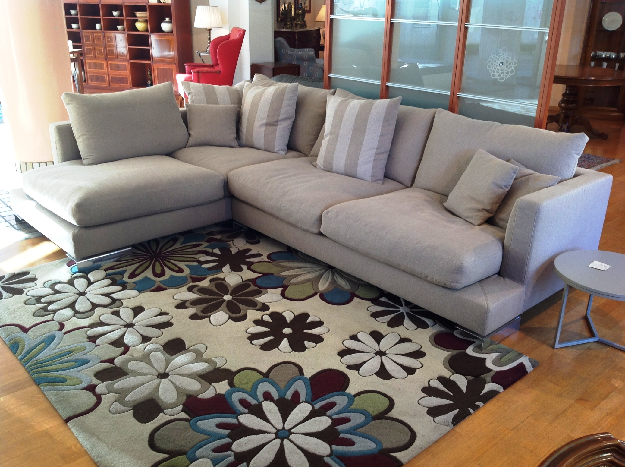 Divani bianchi angolari: divani neri in pelle articoli per set ...