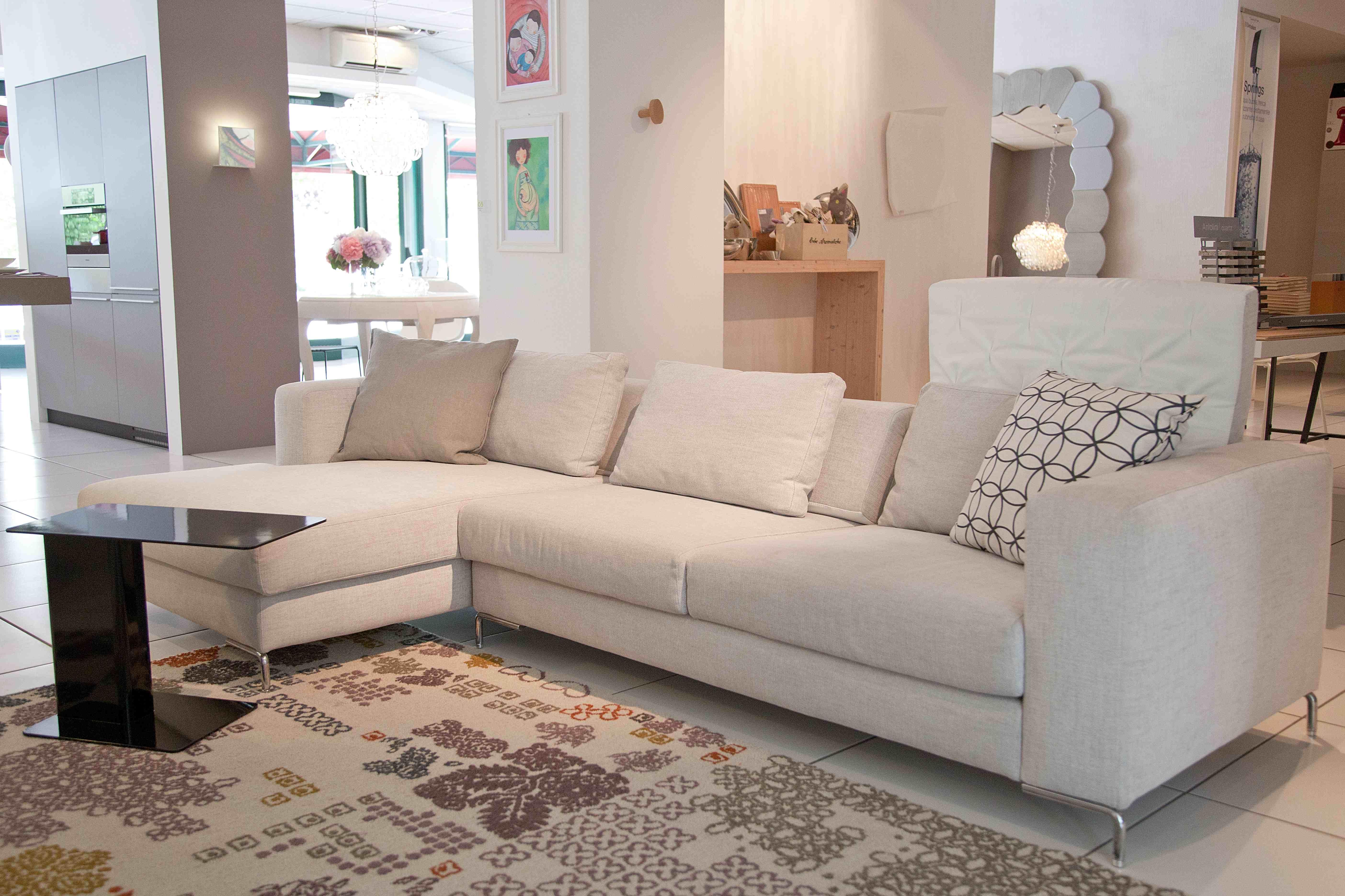 Divano con tappeto il miglior design di ispirazione e for Divano sceslong