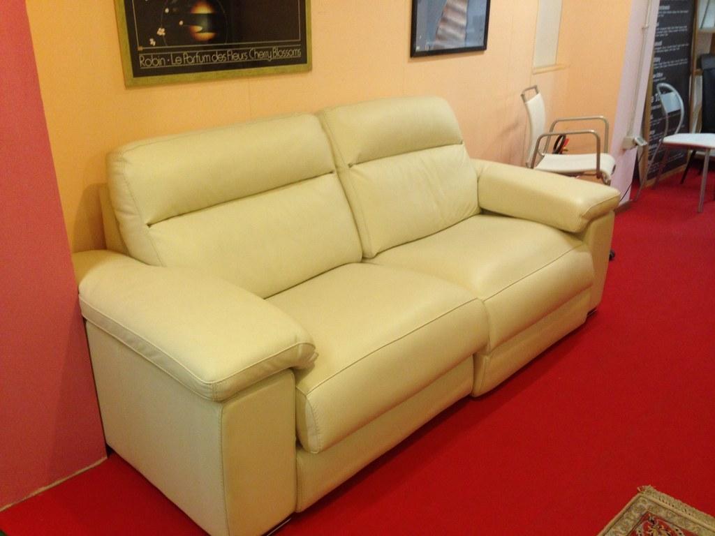 Divano artigianale in pelle scontato del 51 divani a for Outlet del divano