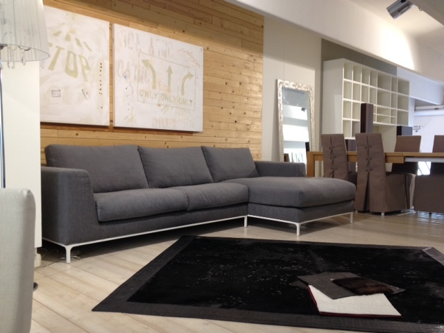 Divano artis in tessuto grigio divani a prezzi scontati for Prezzi divani angolari tessuto