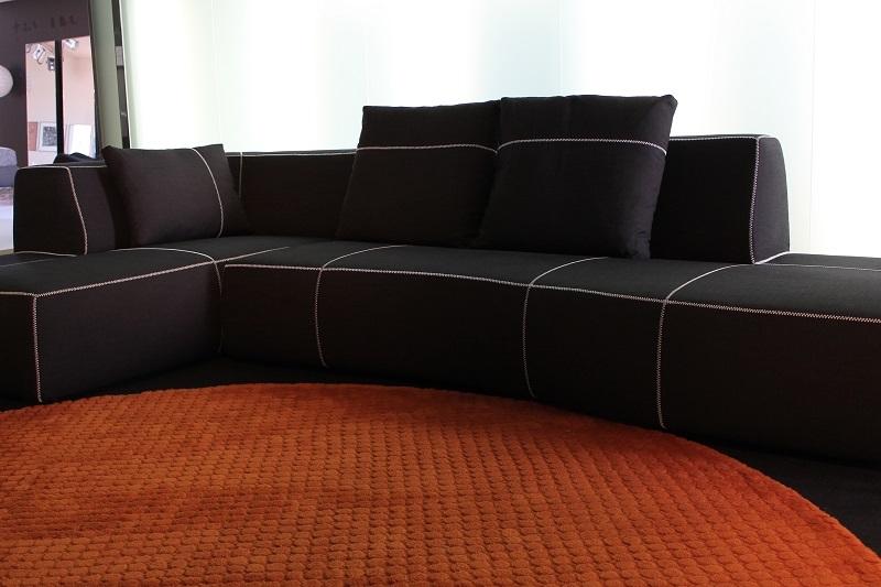 Divano b b divano bend sofa con pensilola b b italia for Divani b b