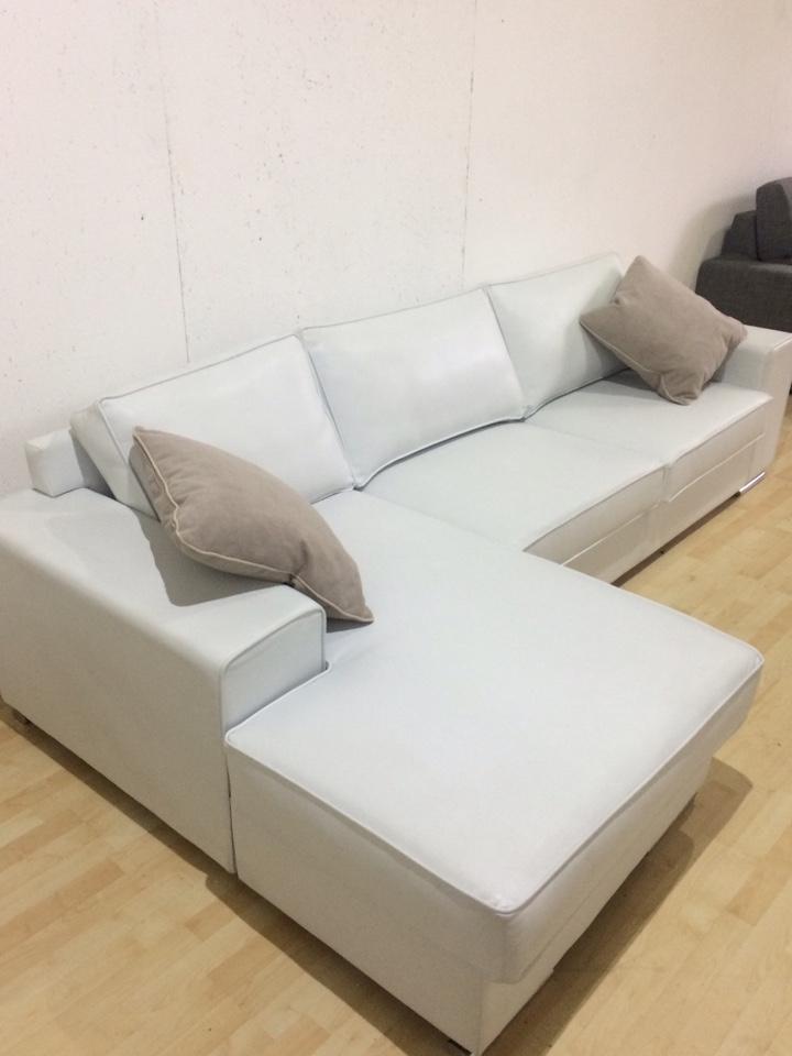 Divano bianco pelle idee di design per la casa for Divano seconda mano