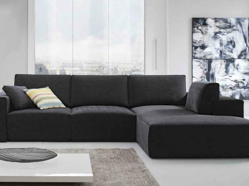 Divano byron con seduta estraibile e penisola di felis scontato divani a prezzi scontati - Rivestimento divano costo ...