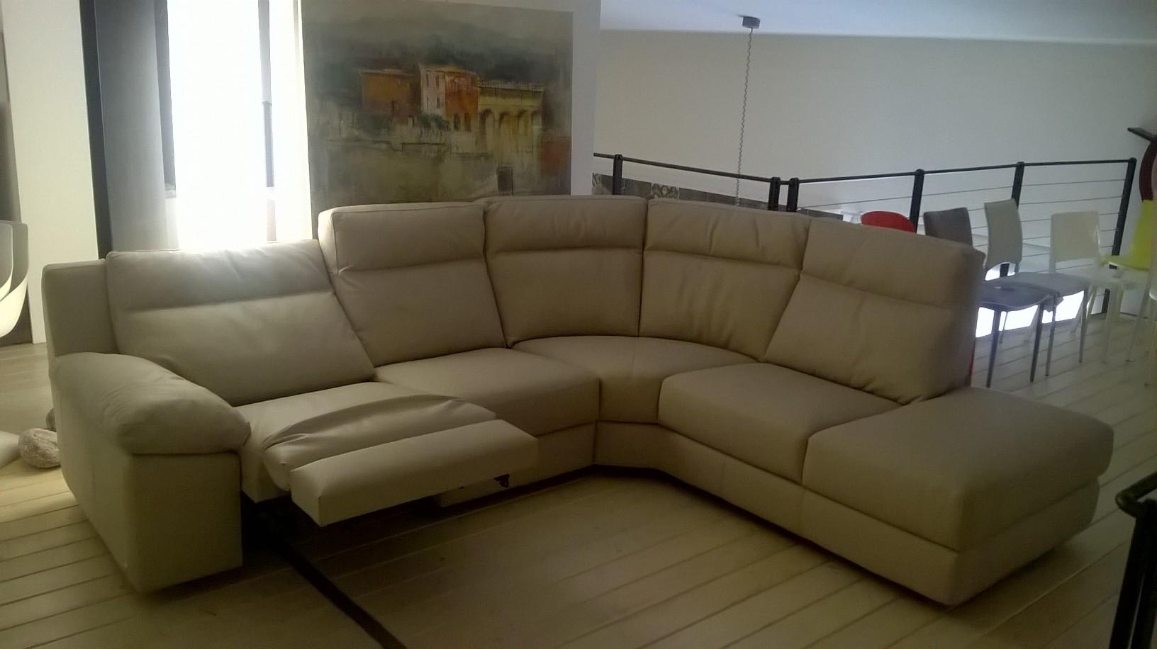 Occasione divano calia scontato del 38 divani a prezzi for Divano angolare prezzi
