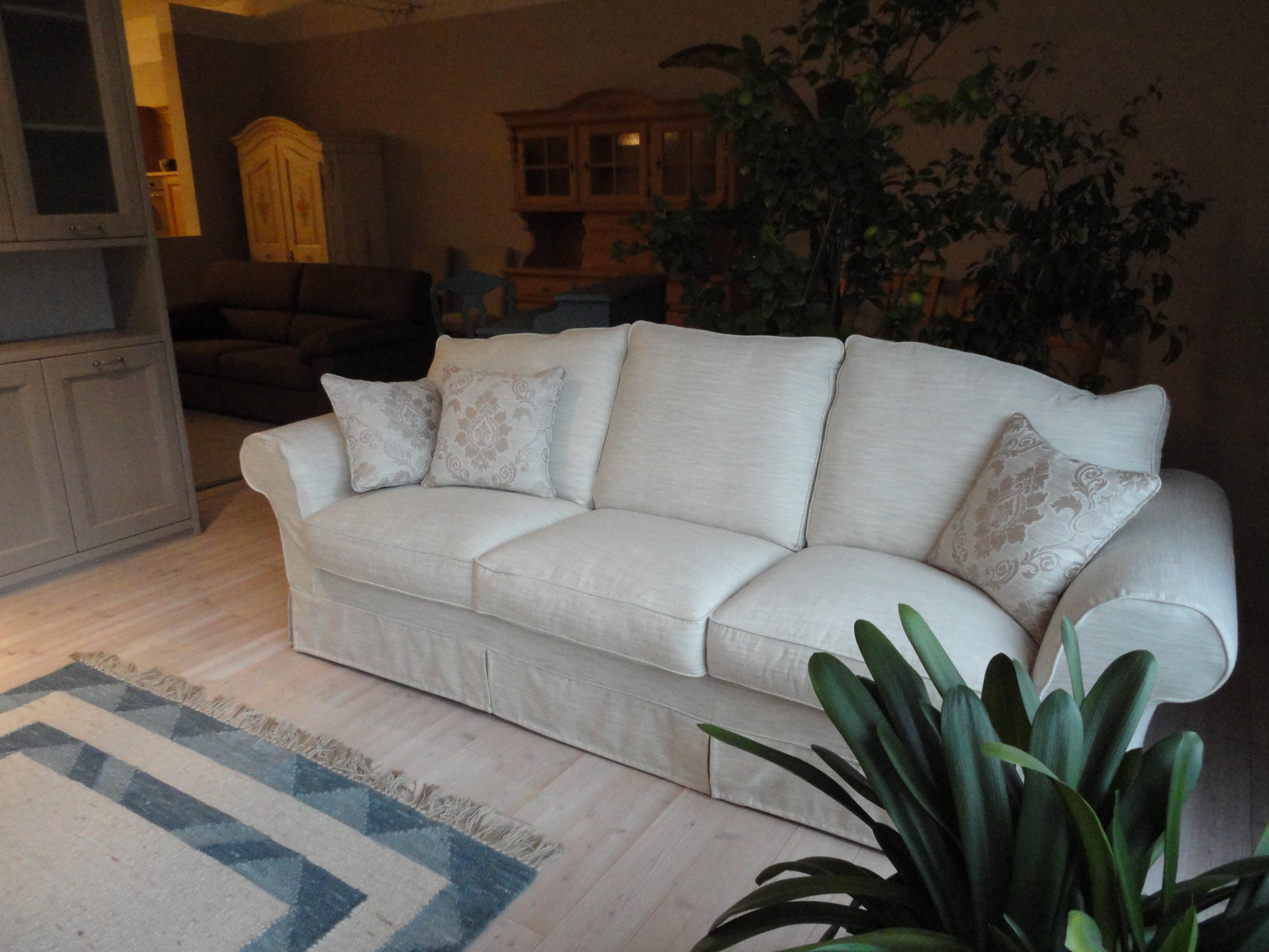 Divani bianchi classici design casa creativa e mobili for Chatodax prezzi divani
