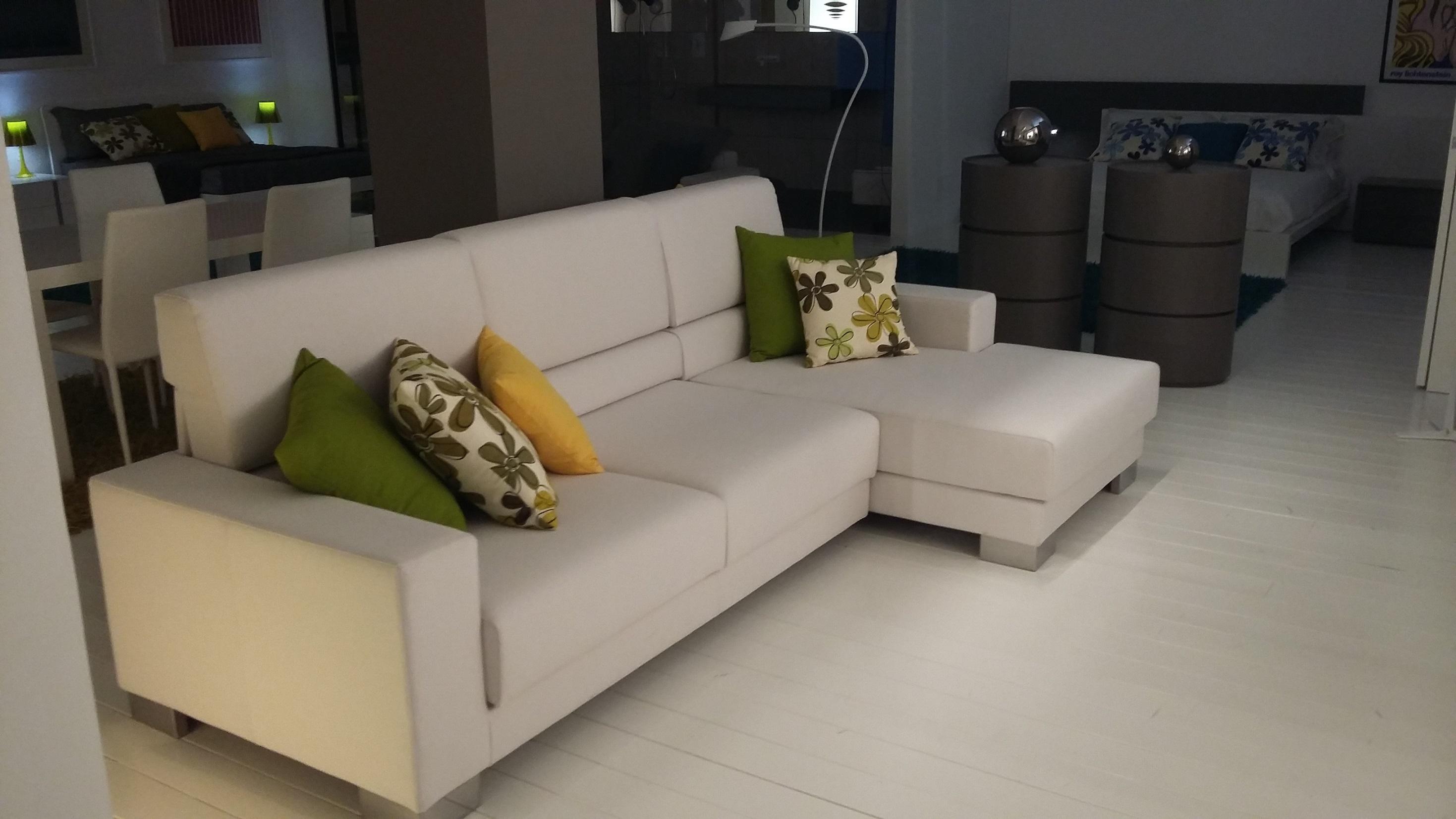 Divano con chaise longue naoko rigo salotti divani a prezzi scontati - Divano letto usato firenze ...