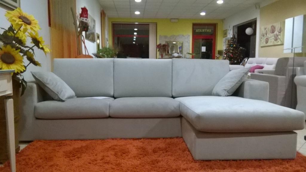 Divano con chaise longue in tessuto antimacchia for Divani moderni con chaise longue