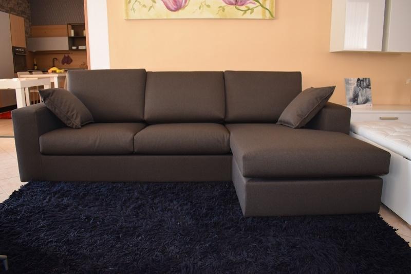 Divano con chaise longue in tessuto cotone divani a for Divani moderni con chaise longue