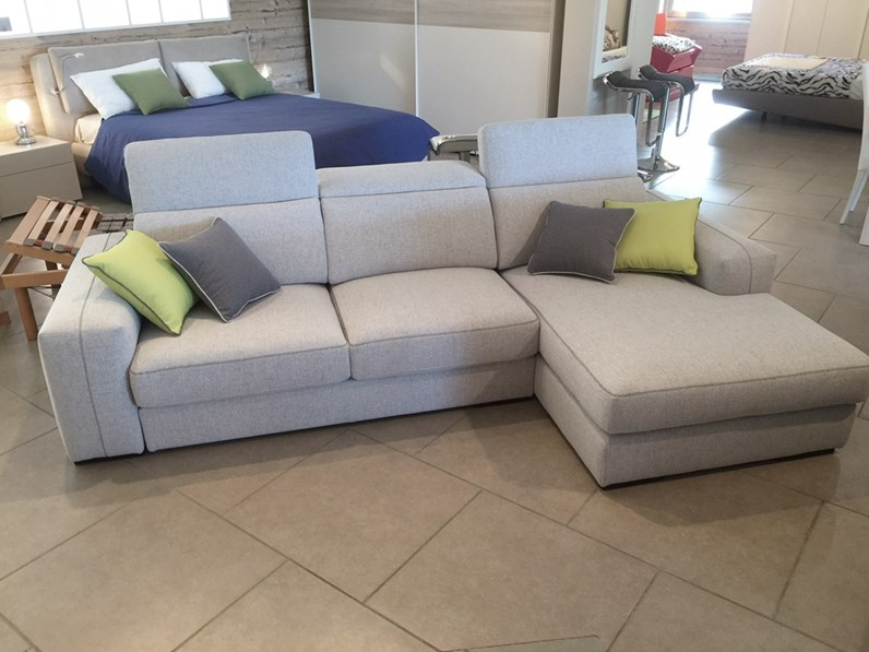 Divano con penisola astor lecomfort offerta outlet - Posizioni sul divano ...